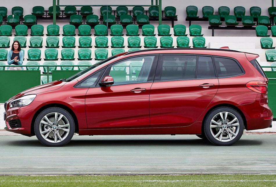 новый BMW 2-Series Gran Tourer 2016 сбоку