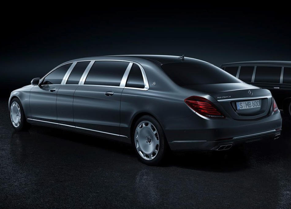 задняя часть Mercedes S600 Pullman Maybach 2016