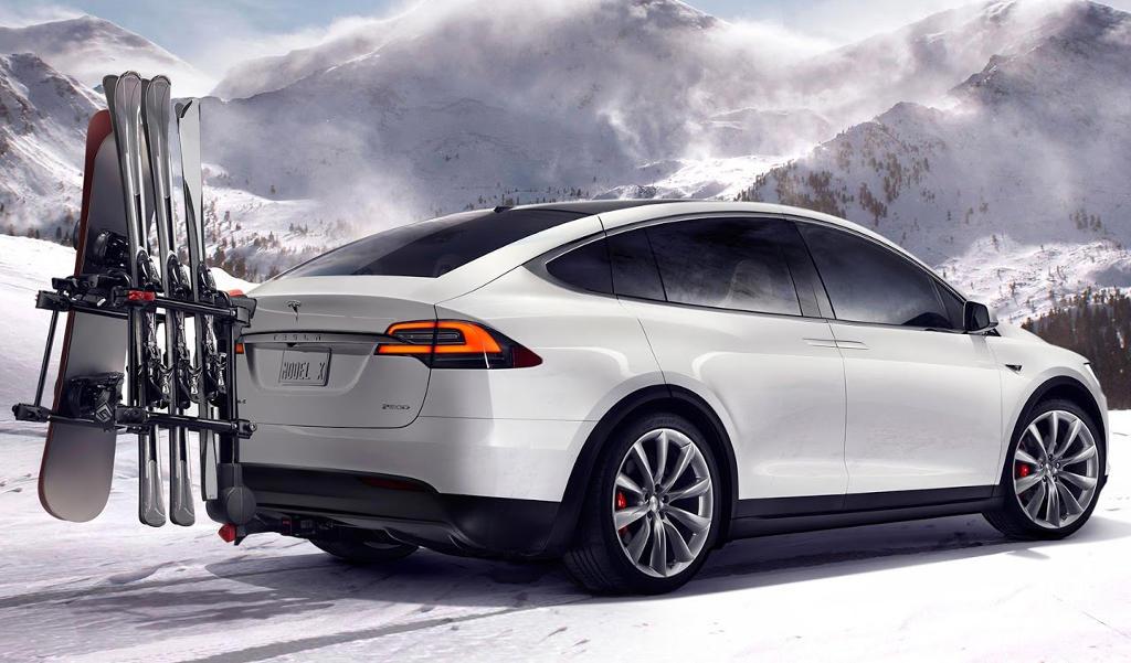 задняя часть Tesla Model X SUV 2016