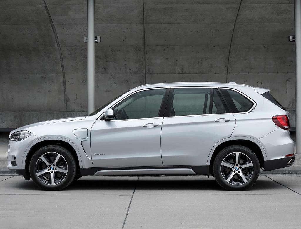 Гибридный BMW X5 xDrive40e 2016 сбоку