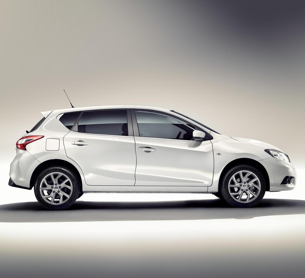 новый Nissan Tiida 2015 сбоку