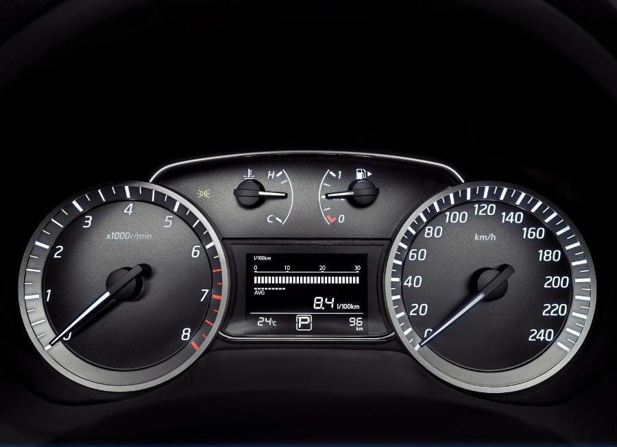 панель приборов Nissan Tiida 2015