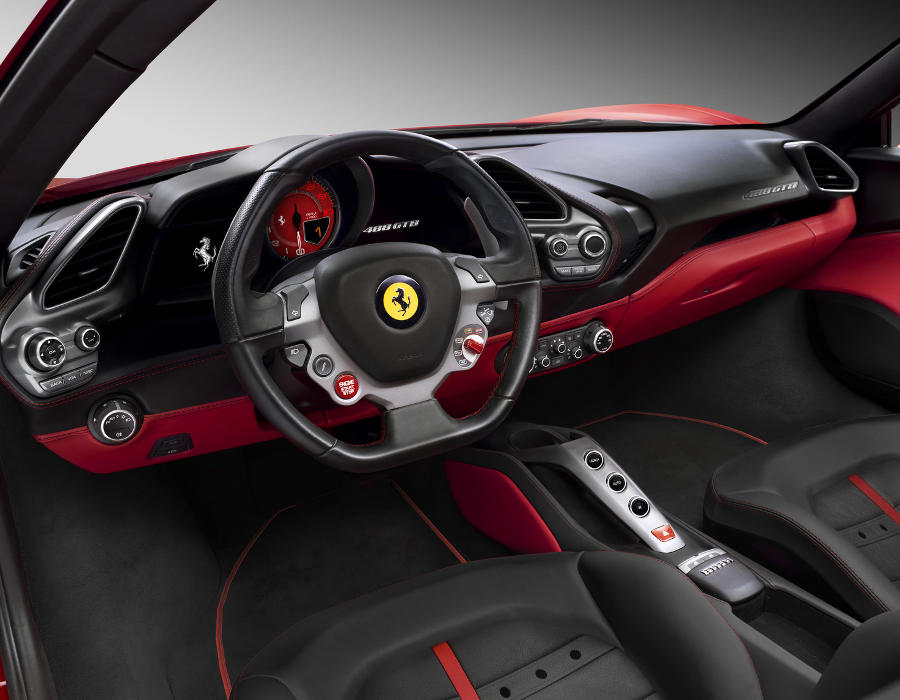 салон Ferrari 488 GTB