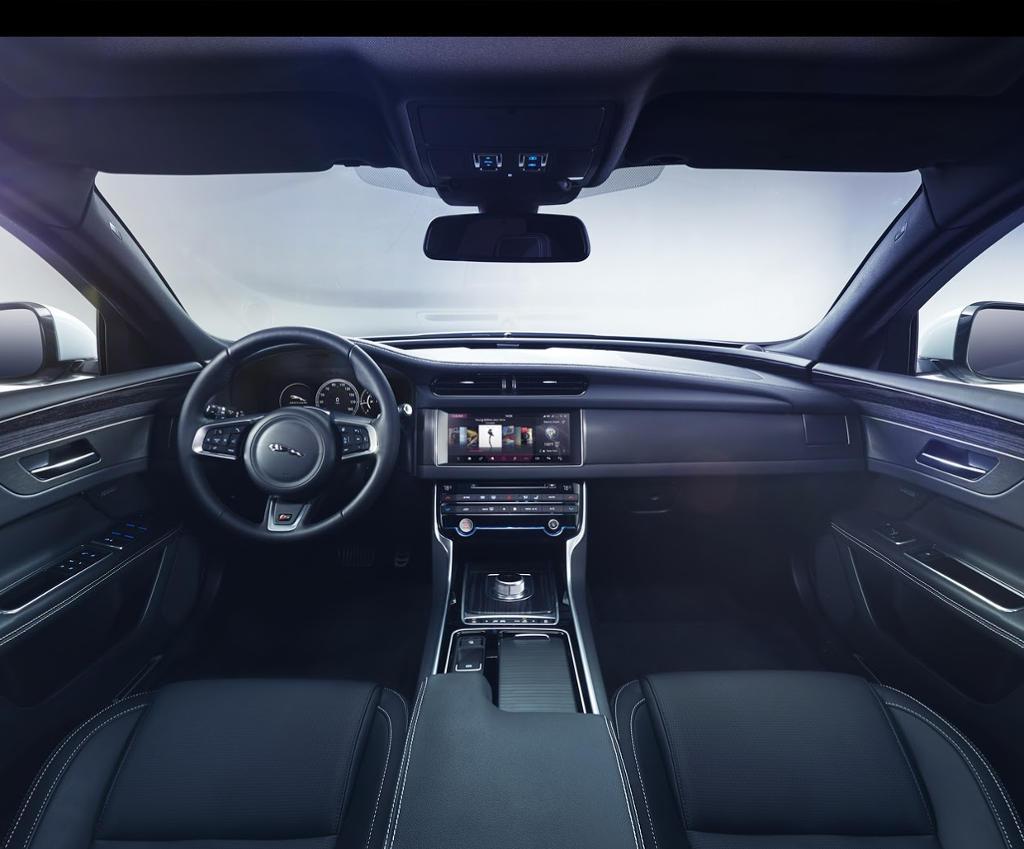 салон Jaguar XF 2016