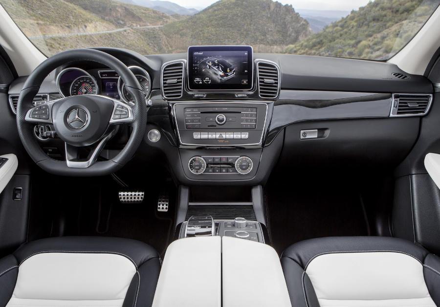 салон кроссовера Mercedes-Benz GLE