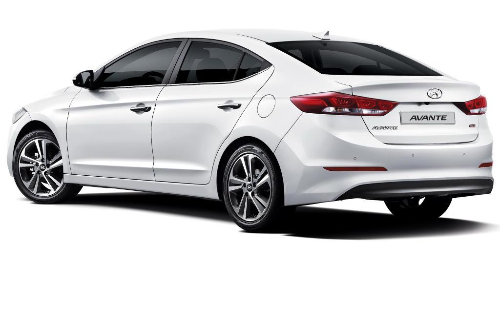 задняя часть Hyundai Elantra 2016