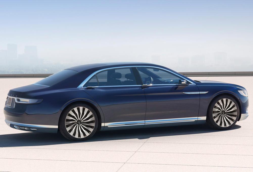 задняя часть Lincoln Continental 2015