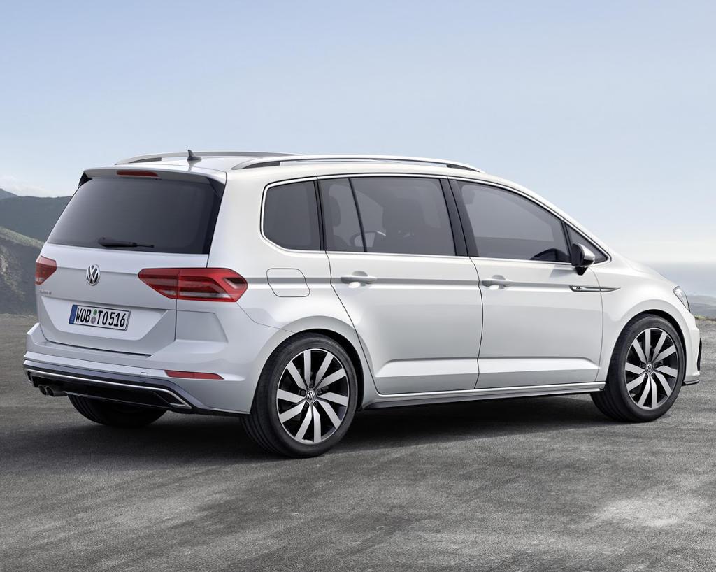 задняя часть Volkswagen Touran 2016