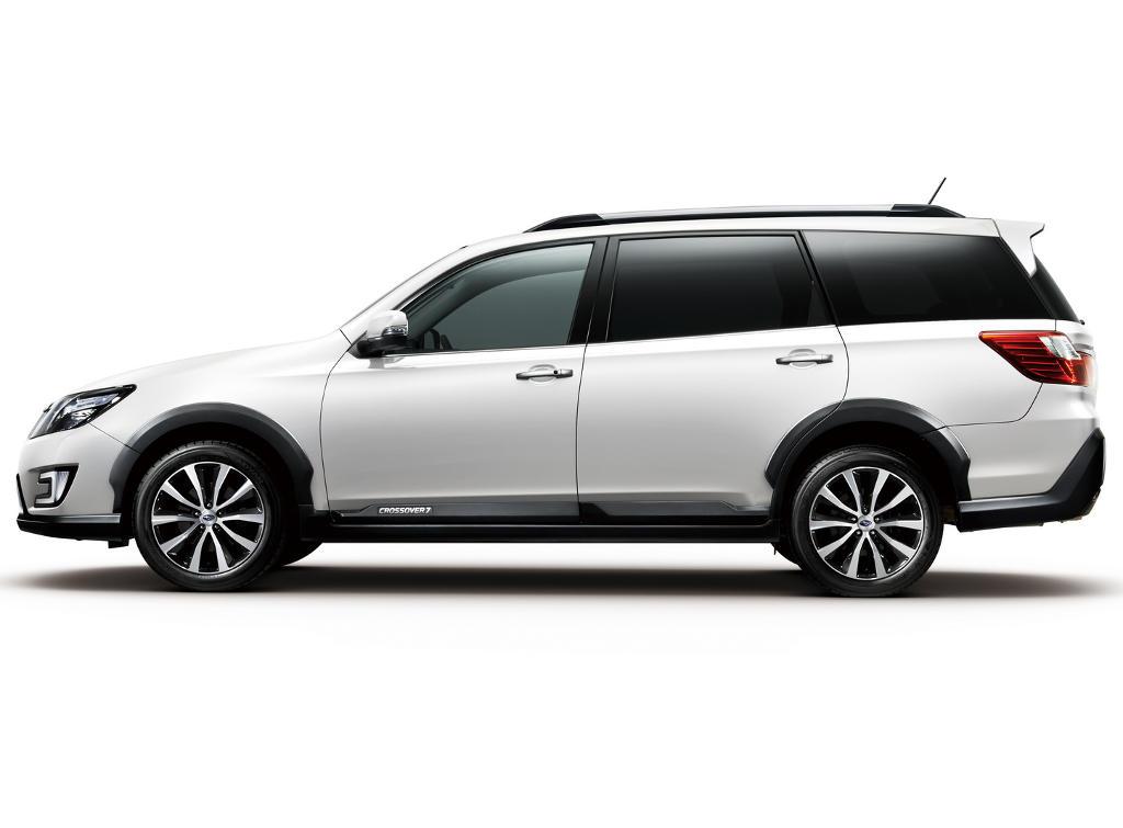Subaru Exiga Crossover 7 сбоку