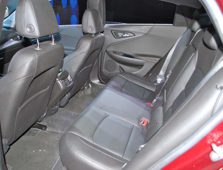 интерьер Chevrolet Malibu 2015 - 2016
