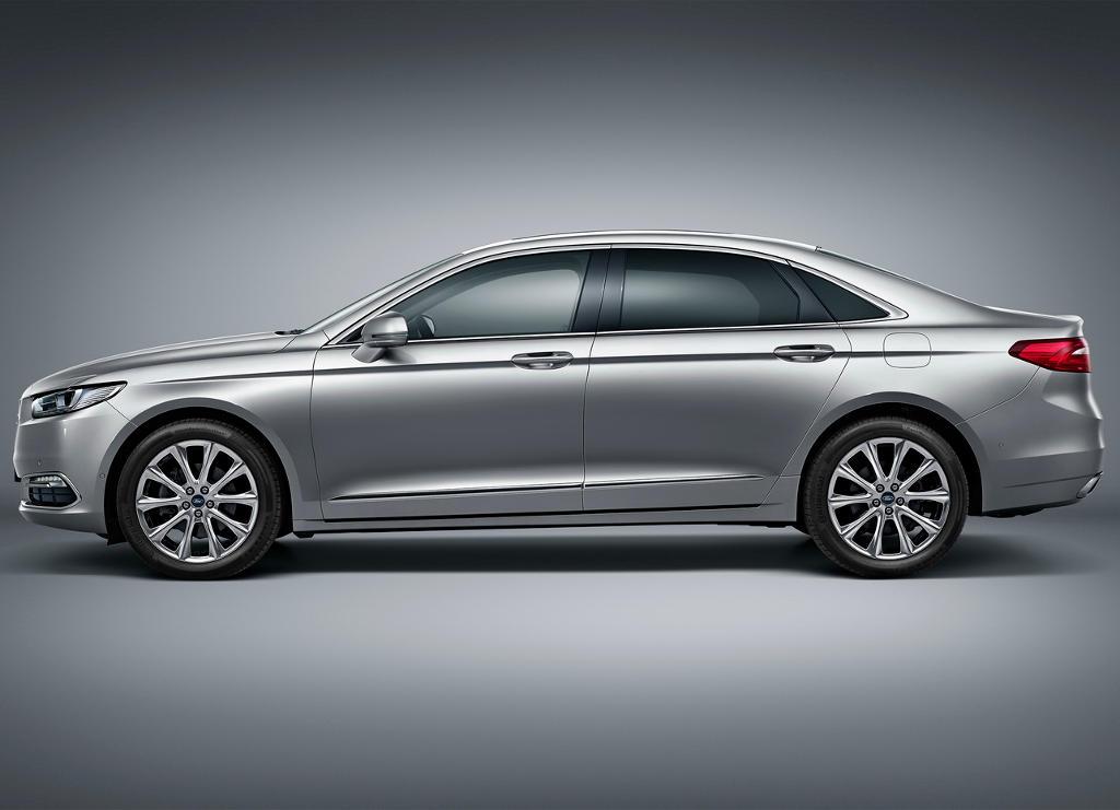 новый Ford Taurus 2016 сбоку