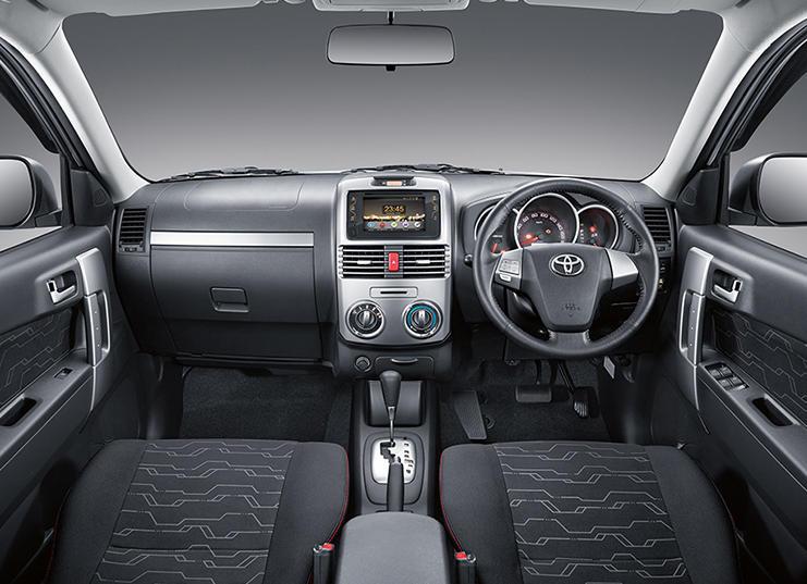 салон Toyota Rush 2016