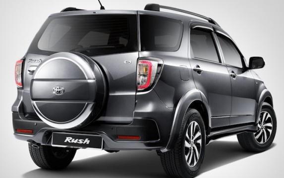 задняя часть Toyota Rush 2016
