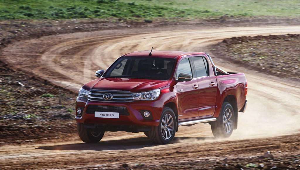 фары и бампер Toyota Hilux 2015-2016