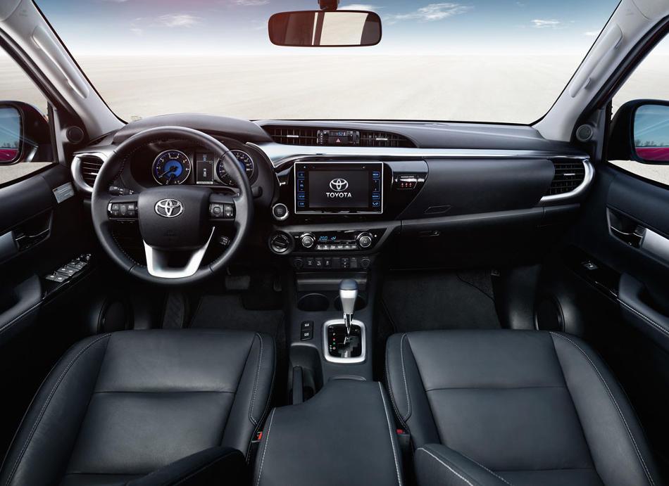салон пикапа Toyota Hilux 2016-2017