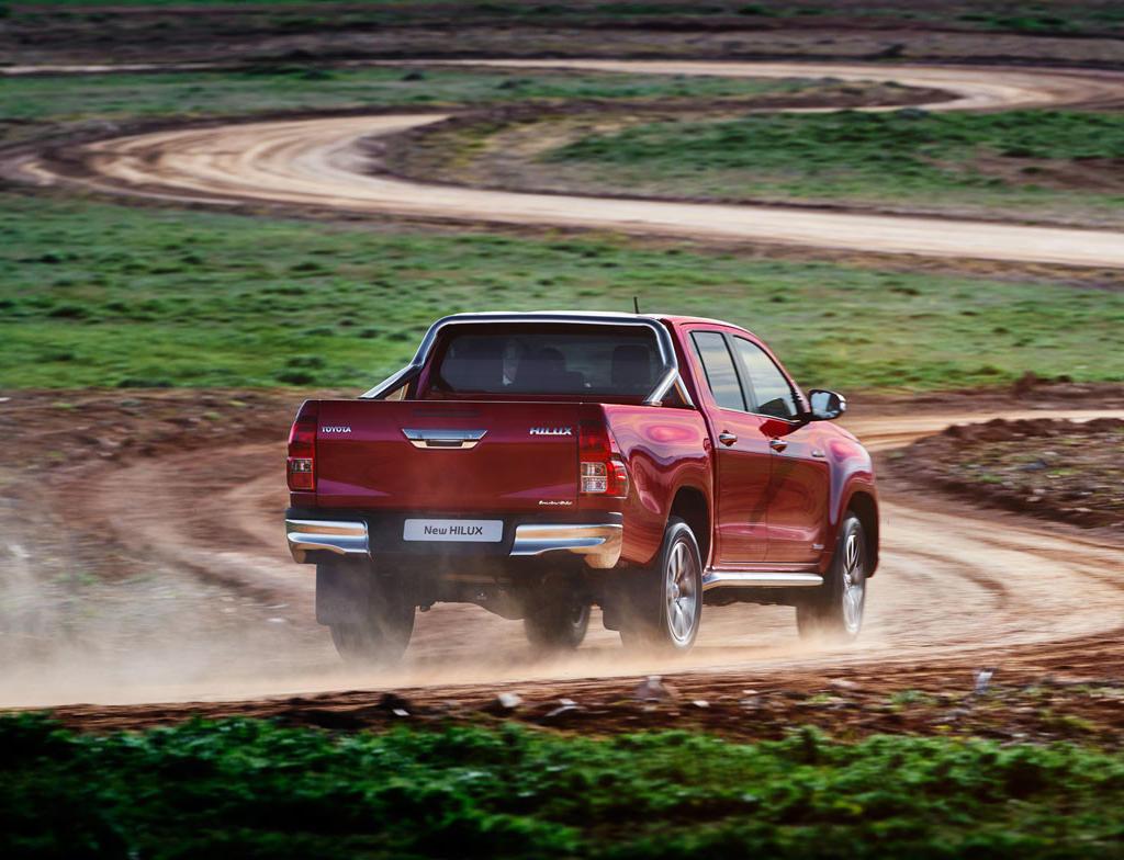 задняя часть нового Toyota Hilux 2015-2016