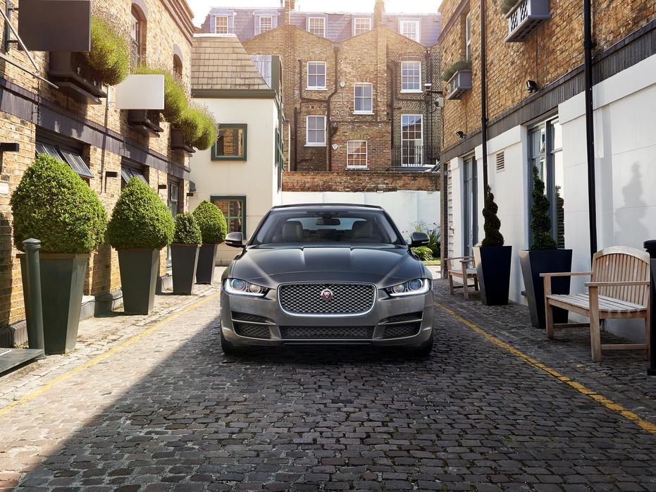 фары и бампер Jaguar XE 2016