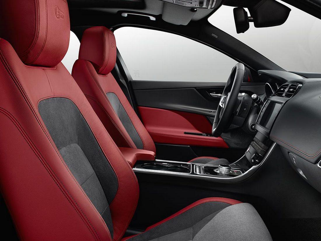 интерьер Jaguar XE 2016