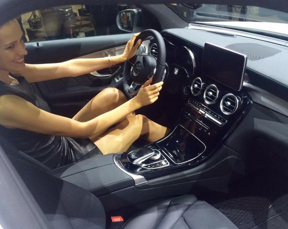 интерьер Mercedes GLC 2016