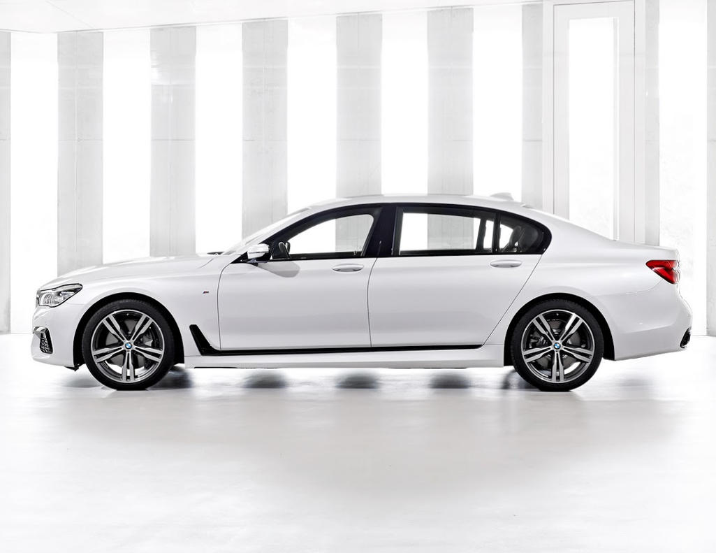 новый BMW 7-Series 2016 сбоку