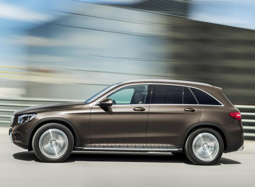 новый Mercedes GLC 2016 сбоку