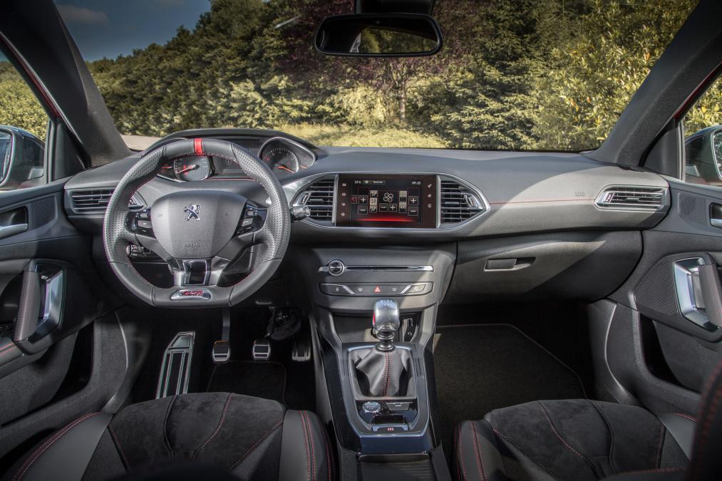салон Peugeot 308 GTi 2016