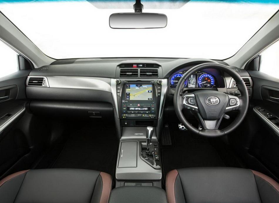 салон Toyota Aurion 2016