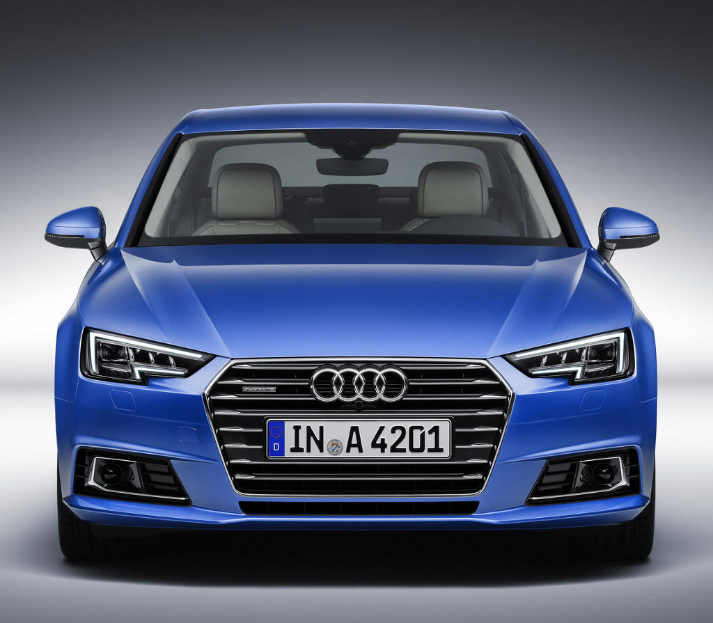 фары и бампер седана Audi A4 (B9) 2016