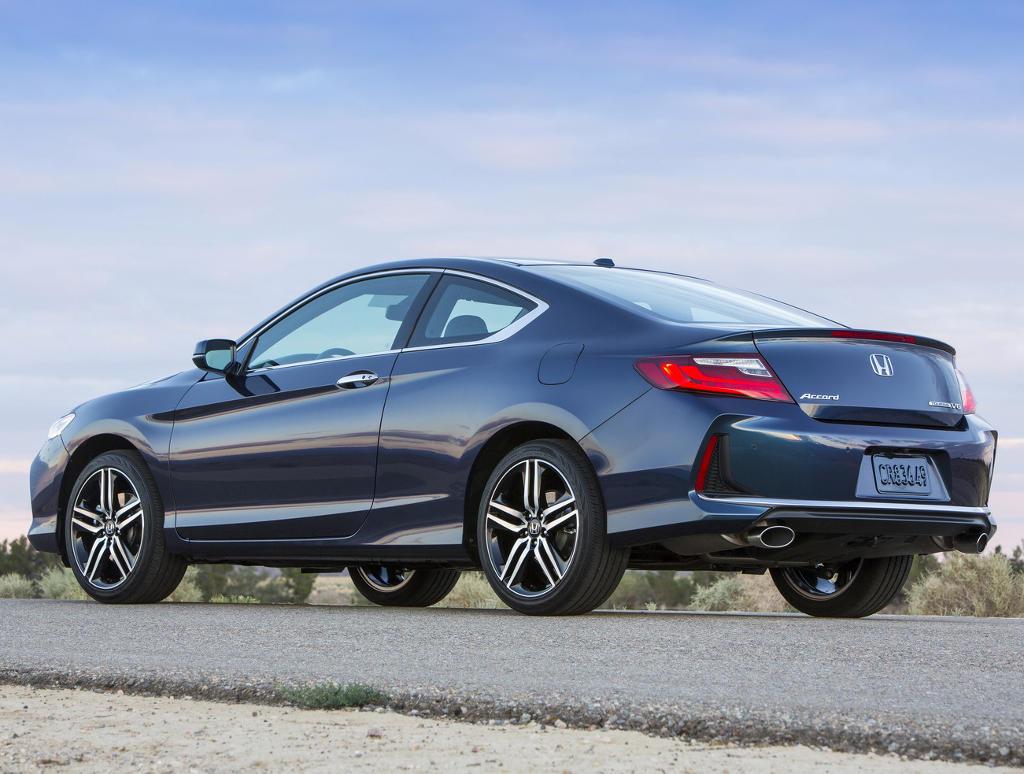 новое купе Honda Accord 2016 сбоку