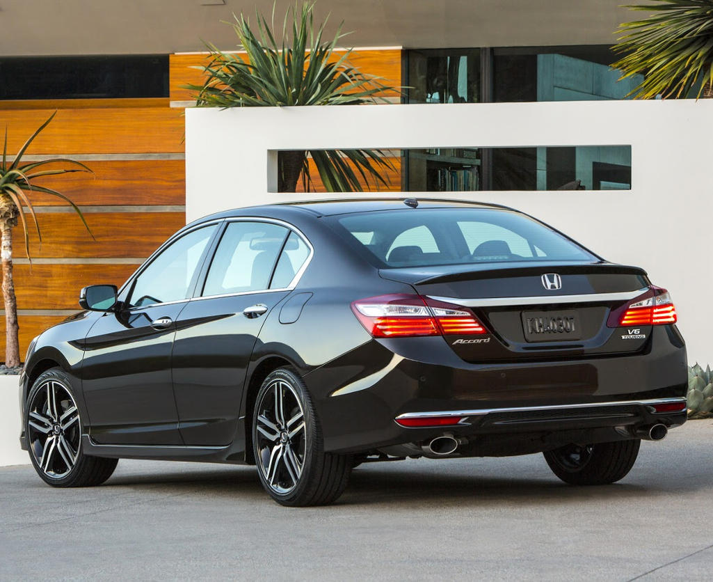 задняя часть Honda Accord 2016