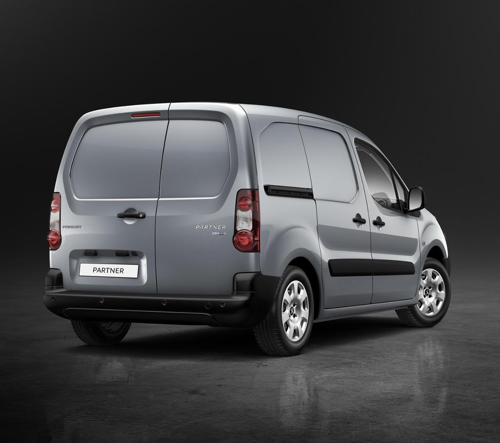 задняя часть Peugeot Partner 2016
