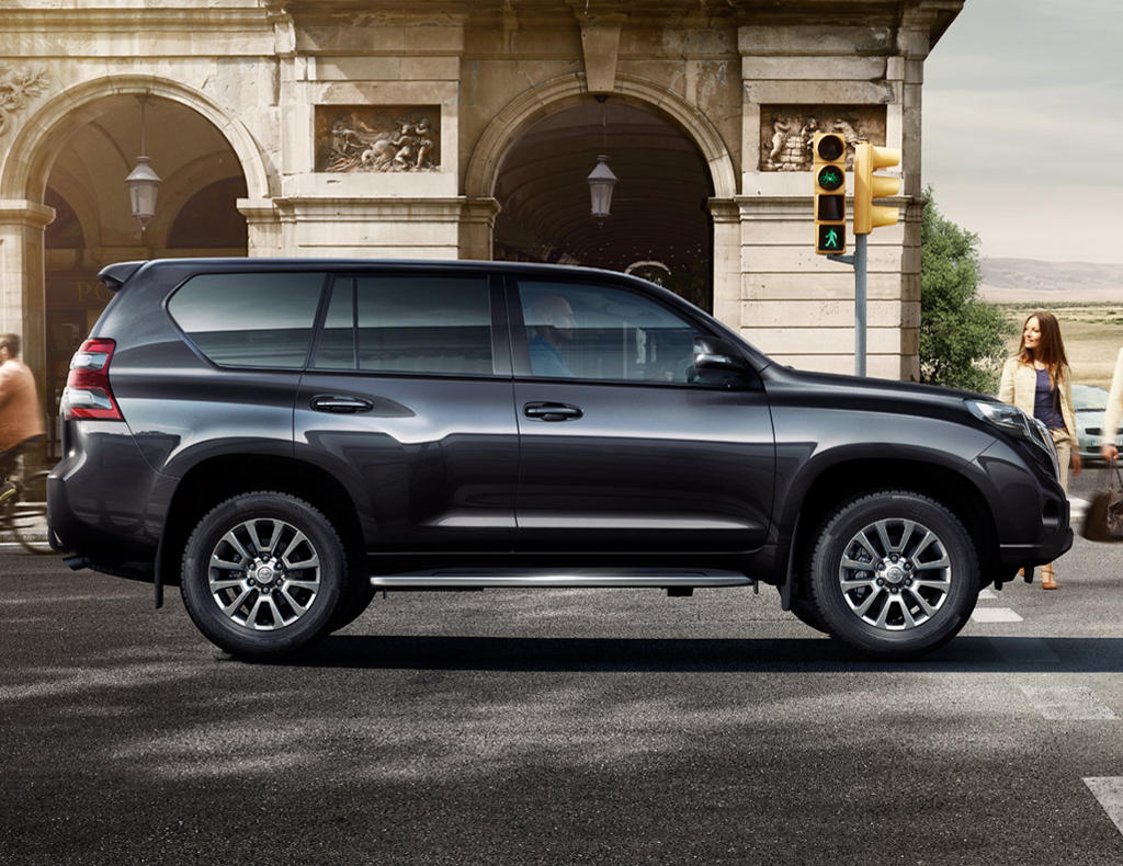 Новый Toyota Land Cruiser Prado 150 2016 сбоку