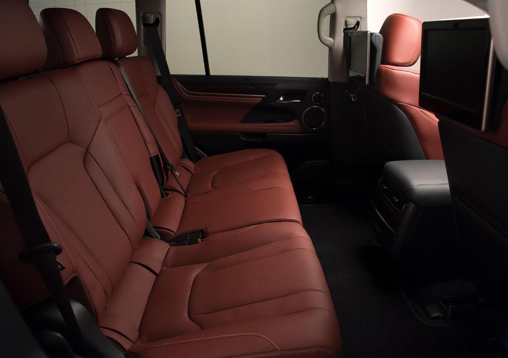 интерьер Lexus LX 570 2021