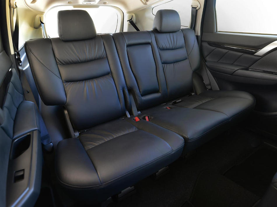 интерьер Mitsubishi Pajero Sport 2016