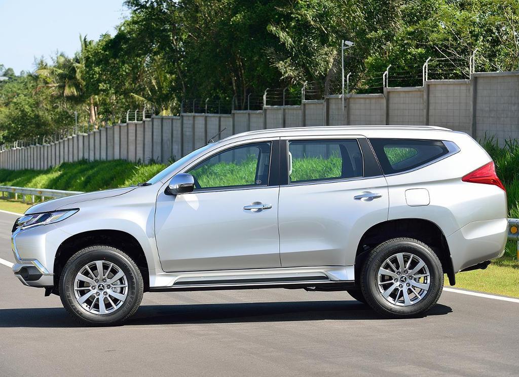 новый Mitsubishi Pajero Sport 2016 сбоку