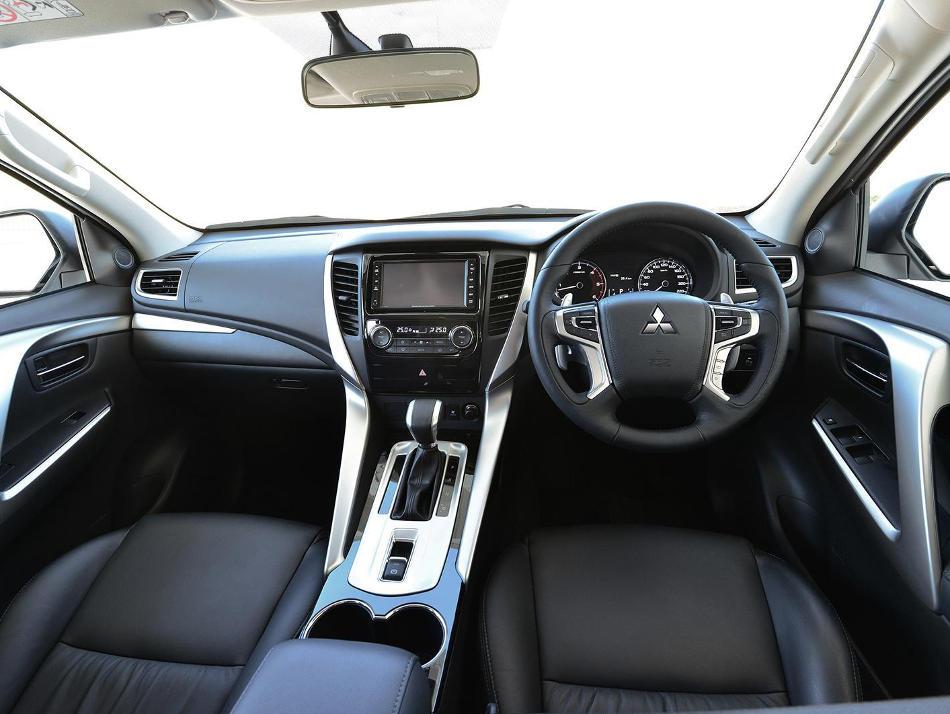 салон Mitsubishi Pajero Sport 2016