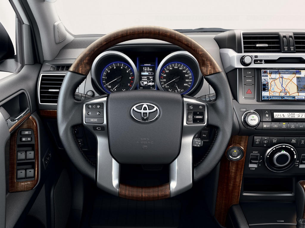 салон Toyota Land Cruiser Prado 2016