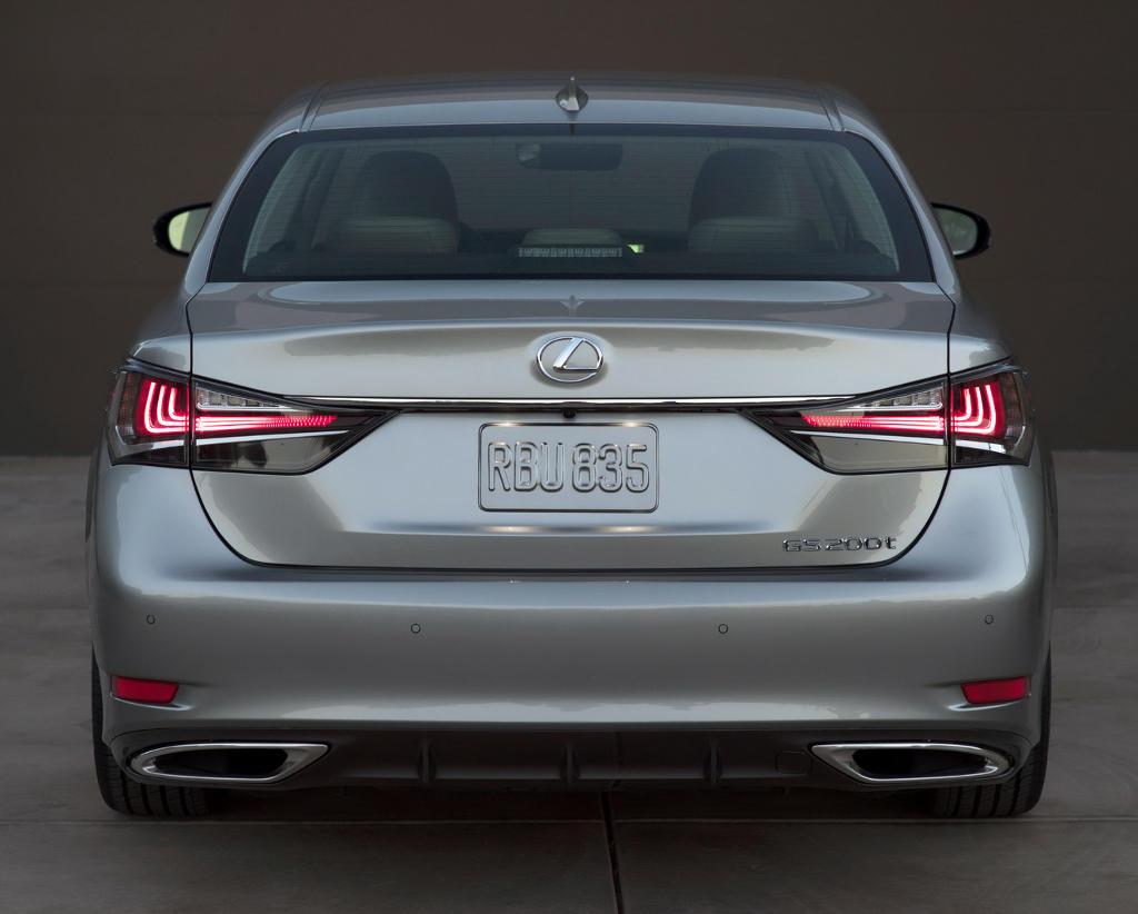 задние фонари Lexus GS 2016