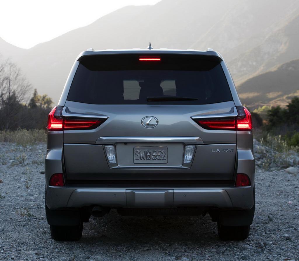 задние фонари Lexus LX 570 2016