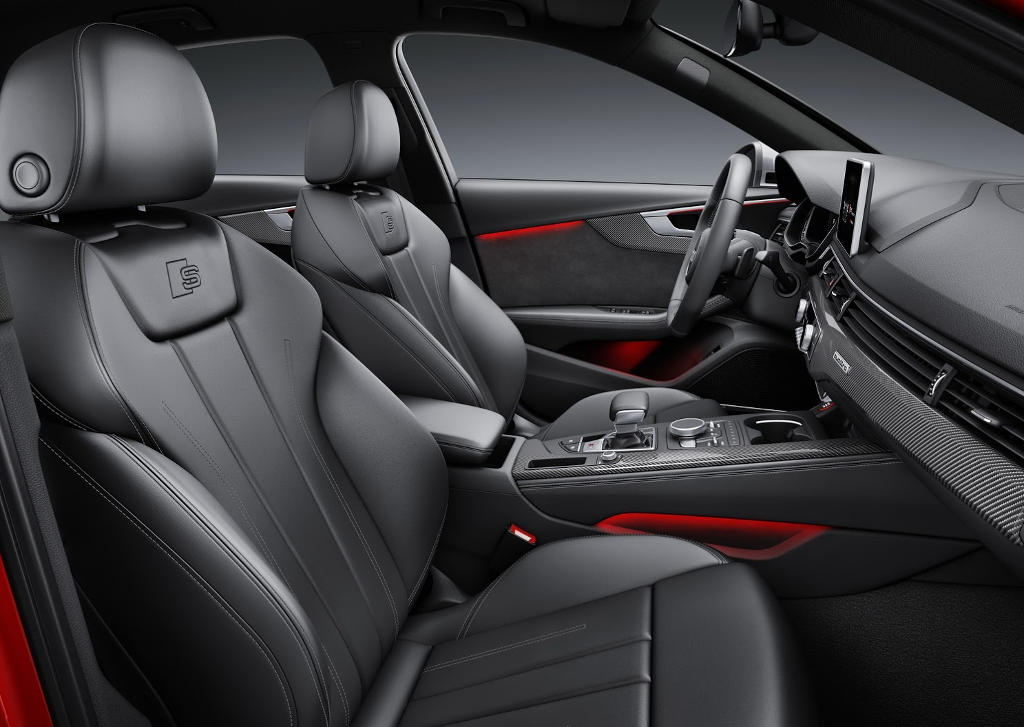 интерьер Audi S4 2016 года