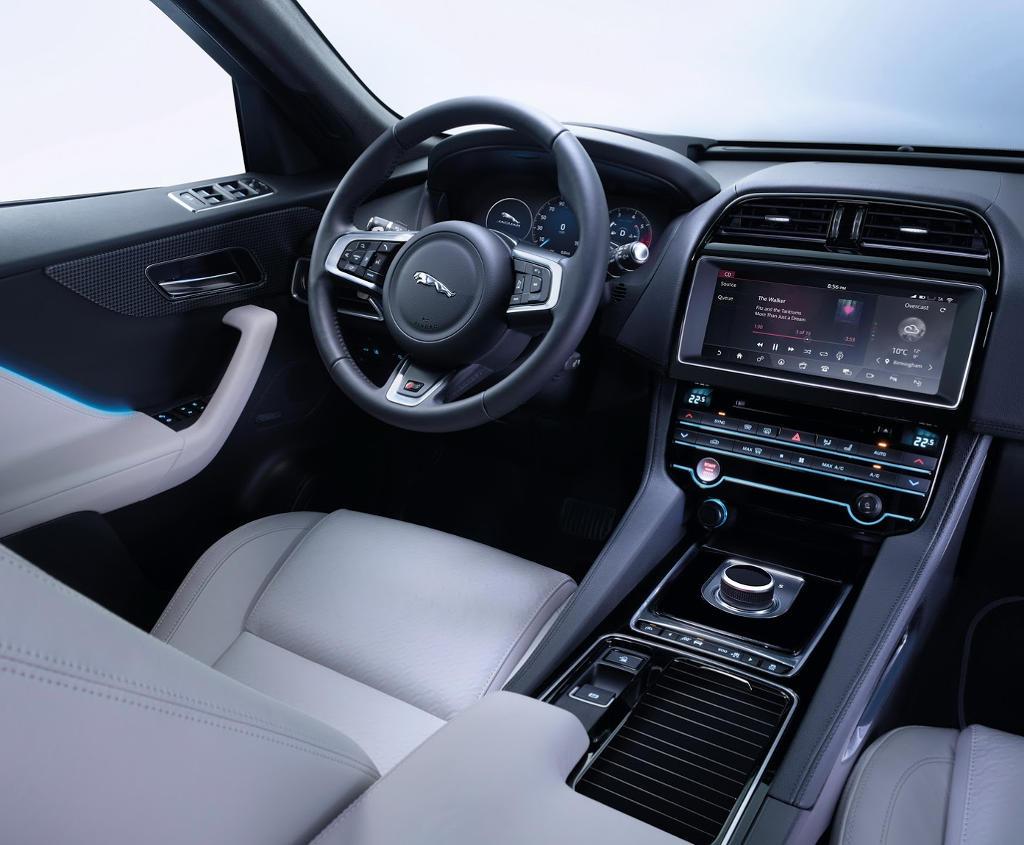 салон Jaguar F-Pace