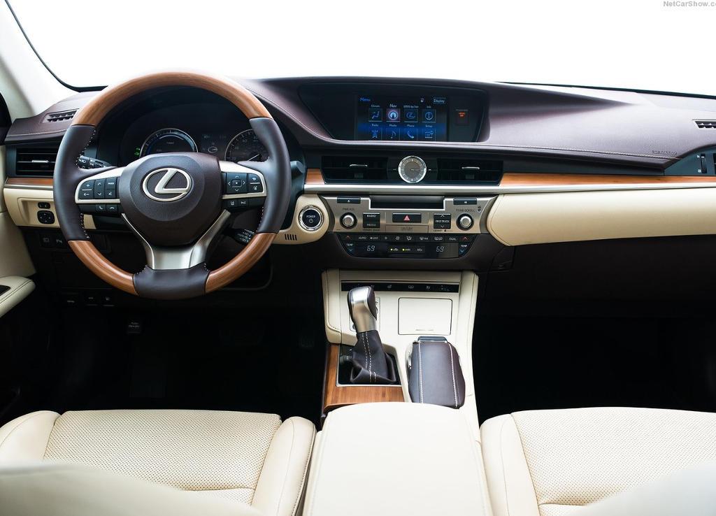 салон Lexus ES 2016