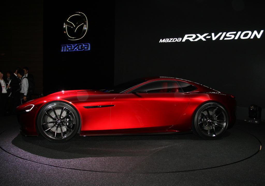 Mazda RX-Vision 2015 сбоку