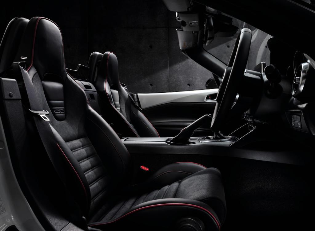 салон Mazda MX-5 RS 2016