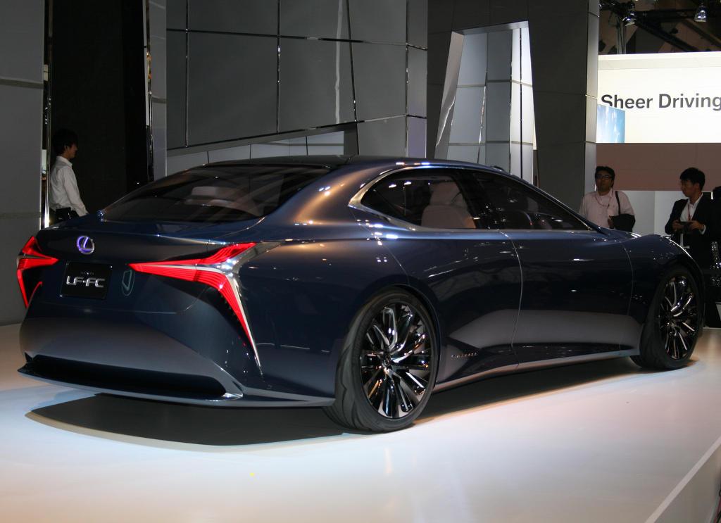 задняя часть Lexus LF-FC 2015