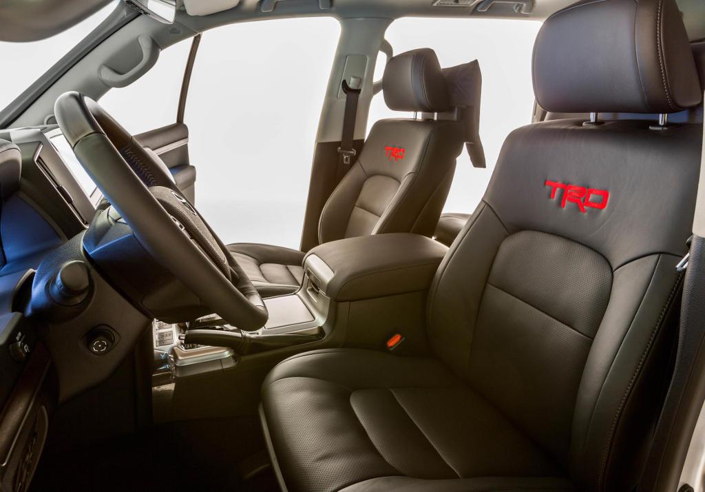 салон Toyota Land Cruiser 200 2016 от TRD