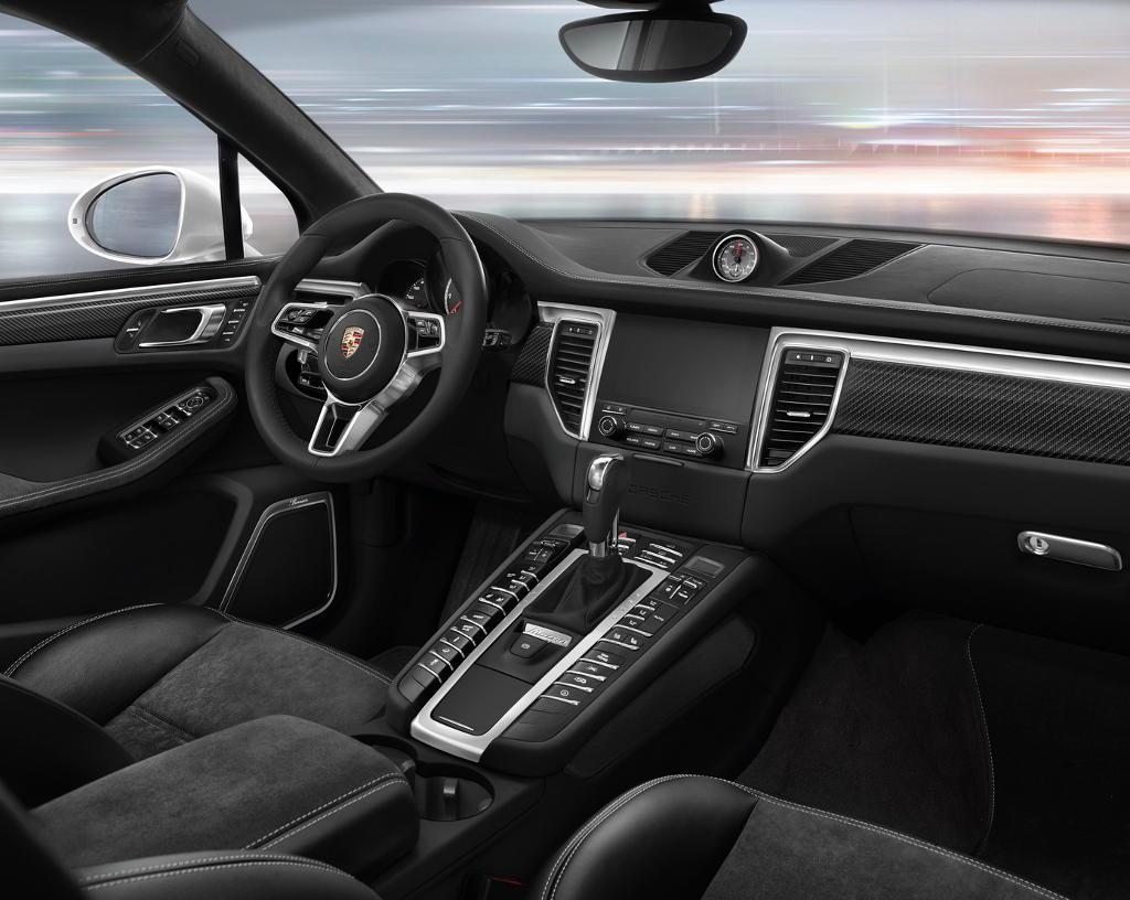 салон нового Porsche Macan 2016