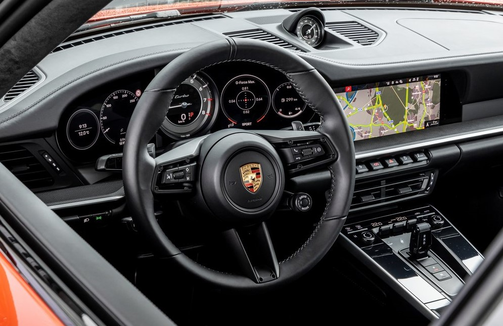 салон Porsche 911 Turbo 2021