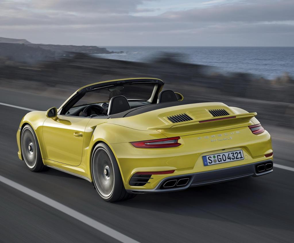 задняя часть Porsche 911 Turbo S 2016