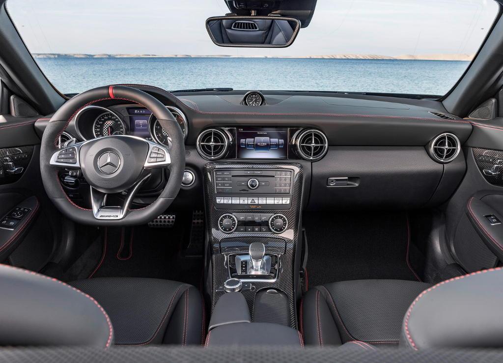 салон Mercedes SLC 2016 – 2017